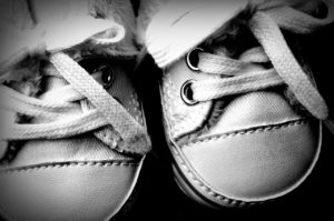 נעליים קשורות
