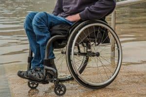 איש על כיסה גלגלים