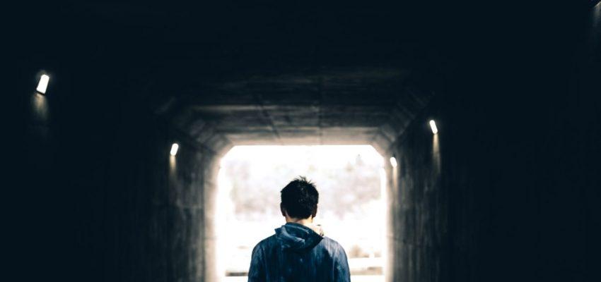 ילד אבוד הזקוק לטיפול פסיכולוגי - אילוסטרציה